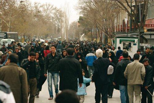 خطر فقر در کمین تهرانی ها ، 64 درصد ساکنان پایتخت: از نظر اقتصادی نیازمند کمک دولت هستیم
